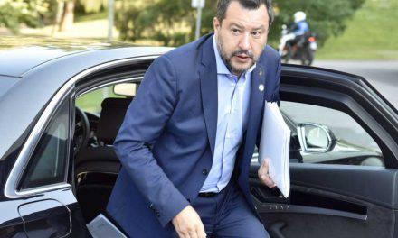 """Salvini contestato anche a Catania: """"Buffone, vergogna"""""""