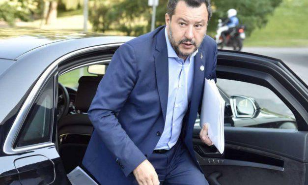 """Salvini risponde a Conte: """"Porti chiusi, non lascerò soli gli italiani"""""""