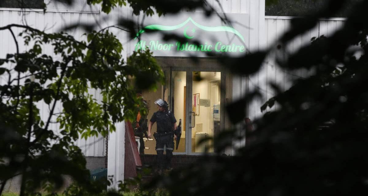 Moschea ad Oslo, sparatoria finita male: preso subito l'aggressore