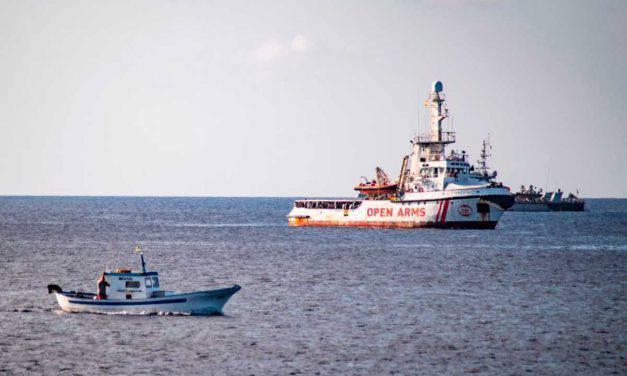 """Open Arms: """"Italia e Spagna assicurino mezzi ed un porto sicuro"""""""