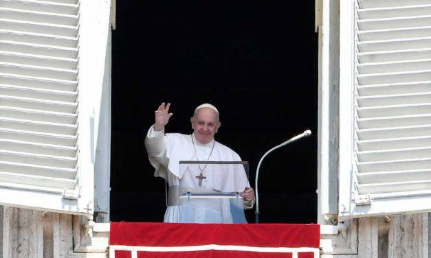 """Papa Francesco e l'Angelus: """"Sono vicinano alla Sira ed all'Asia"""""""