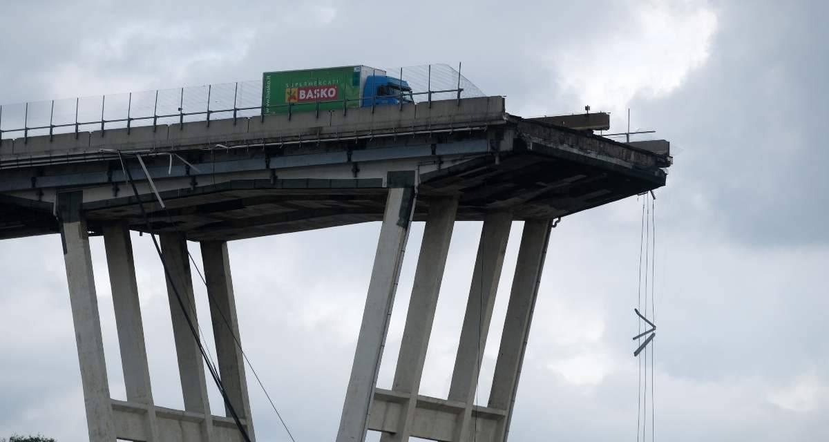 Ponte Morandi, parenti allontanano delegazione Autostrade dall'altare