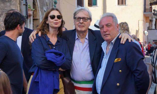 """Sgarbi attacca Renzi: """"Verso i 5 Stelle con confusione e terrore"""""""