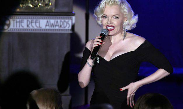 Suzie Kennedy, chi è la sosia di Marilyn Monroe accanto a Pieraccioni