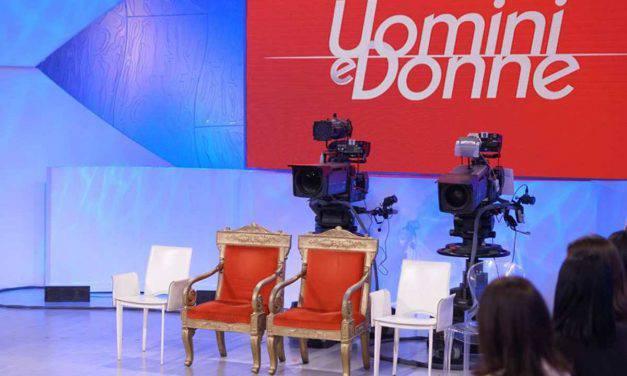 """Uomini e Donne, Scoppia lo scandalo: """"Un autore le molestava"""" – VIDEO"""