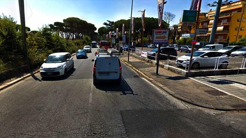 Roma – Incidente tra auto e due scooter, morto un uomo