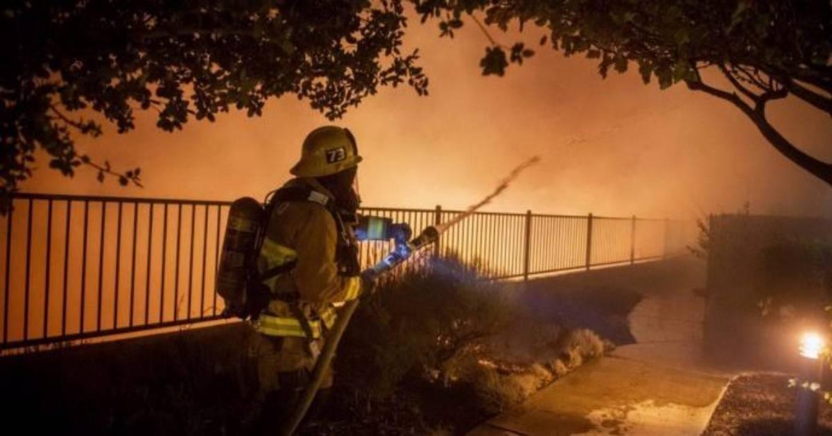 Brucia Los Angeles: devastante incendio provoca 100mila evacuati