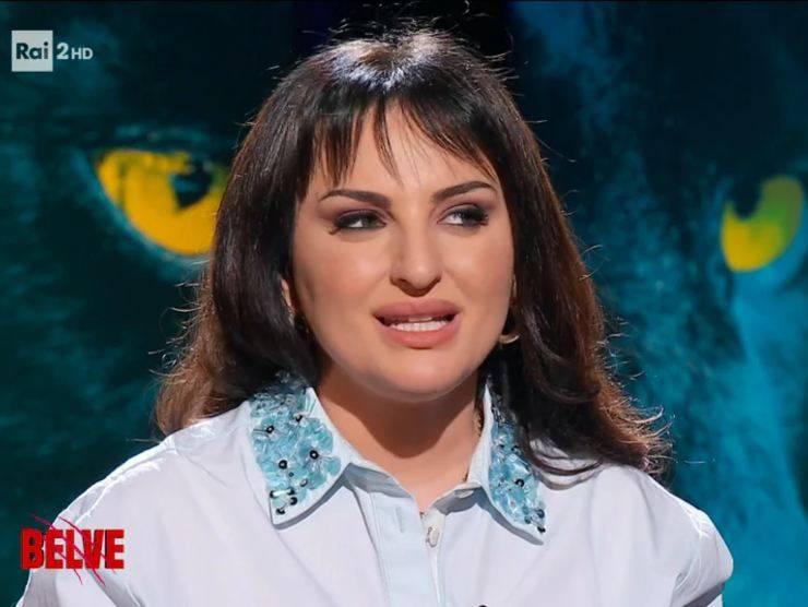 "Arisa durante l'interviste de ""Le Belve"" (raiplay.it)"