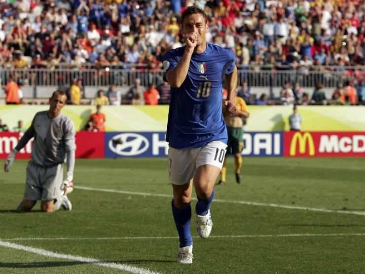 Francesco Totti con la maglia della Nazionale (Getty Images)