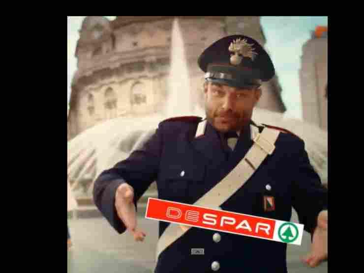 Il gesto del carabiniere nello spot Despar Austria