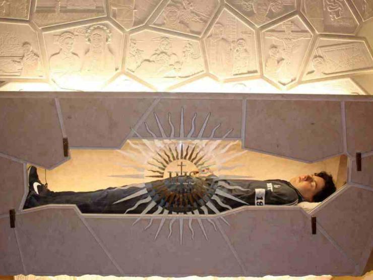 La salma esposta di Carlo Acutis nel Santuario della Spogliazione di Assisi (interris.it)