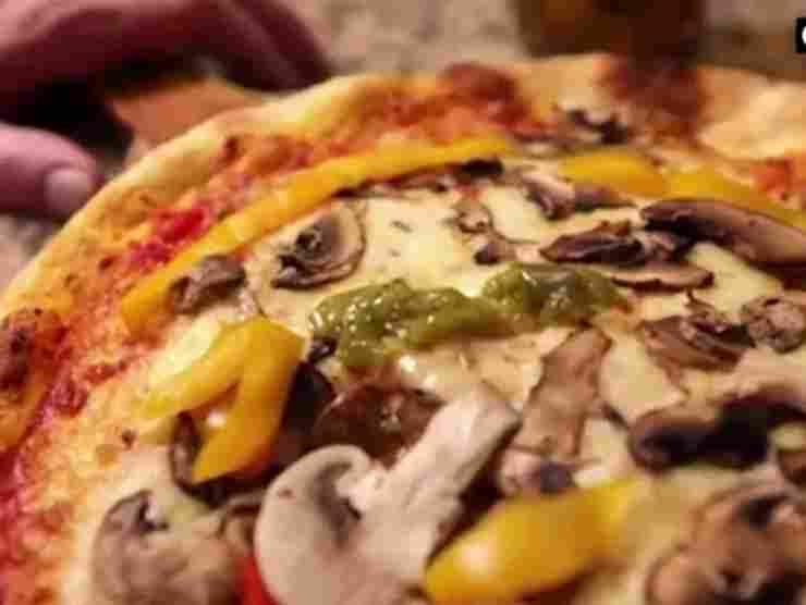 Un particolare della pizza corona