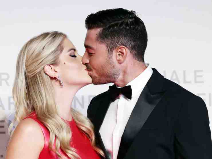 Un bacio tra innamorati