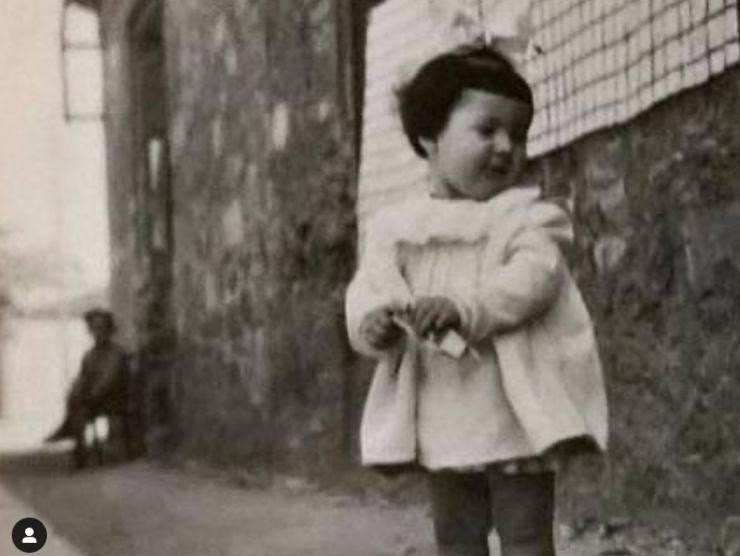 Una giovanissima Laurito)