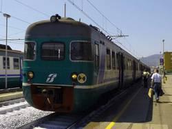 Treno regionale investe e uccide una donna all'altezza della stazione Casilina a Roma