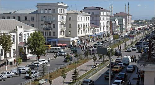 RIBELLI CECENI ATTACCANO IL PARLAMENTO / Assalto kamikaze a Grozny: tre morti e sparatoria nell'edificio