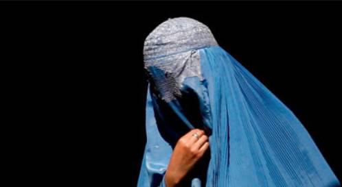 AFGHANISTAN / Talebani, giovani amanti condannati a morte: lapidati per adulterio