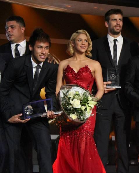385376 10150578777949560 5027904559 8623860 1586643734 n 478x595 Shakira: serata di gala a Zurigo per premiare i migliori giocatori del mondo (fotogallery)