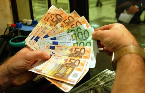 ECONOMIA / Debito pubblico, famiglie italiane sempre più indebitate