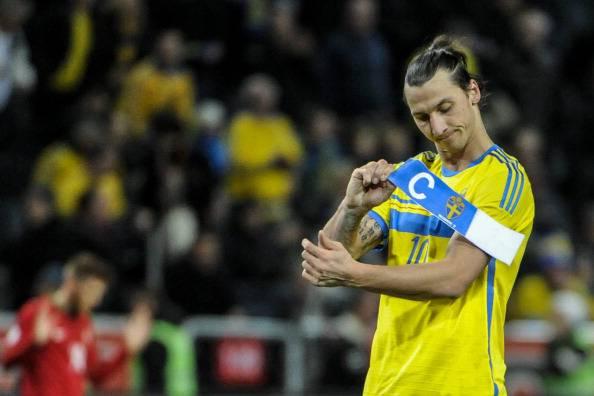 Ibrahimovic vince il pallone d'oro svedese e si commuove