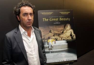Paolo Sorrentino con poster de La grande bellezza ( David Buchan/Getty Images For TheWrap)