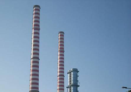 Particolare degli impianti Tirreno Power (foto Davide Papalini, licenza Cc-BY-SA-2-5)