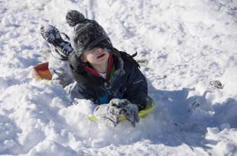 Bambino sulla neve (JIM WATSON/AFP/Getty Images)