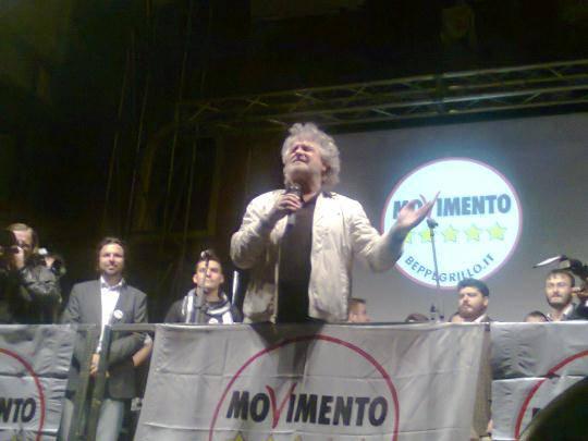 Movimento 5 Stelle partito scomodo. Anche Fiorello attacca Beppe Grillo