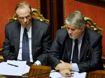 Poletti e Padoan in Parlamento (ANDREAS SOLARO/AFP/Getty Images)