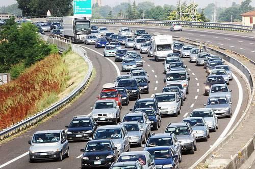 Esodo estivo: traffico intenso in uscita dalle grandi città verso le località turistiche