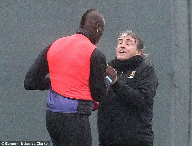 Clamoroso: Balotelli e Mancini si prendono a botte durante l'allenamento del City! FOTO!