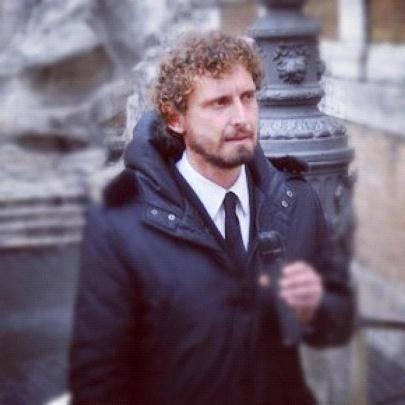L'onorevole Luca Barbareschi picchia l'inviato de 'Le Iene' (video YouTube)