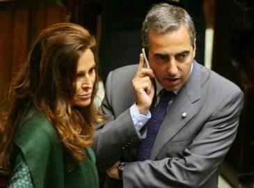 57561853 365x270 Processo Mills, Gasparri difende Berlusconi: E innocente