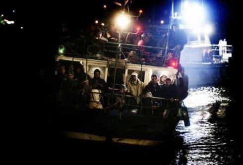 """Emergenza sbarchi immigrati: 300mila in fuga dalla Libia, La Russa: """"La crisi in Nordafrica riguarda tutta l'Europa"""""""