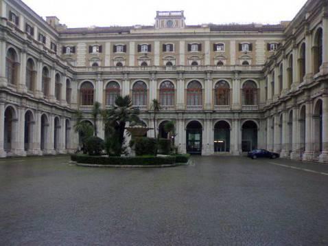 Palazzo delle Finanze (foto Groucho85, licenza CC-BY-SA-3.0)