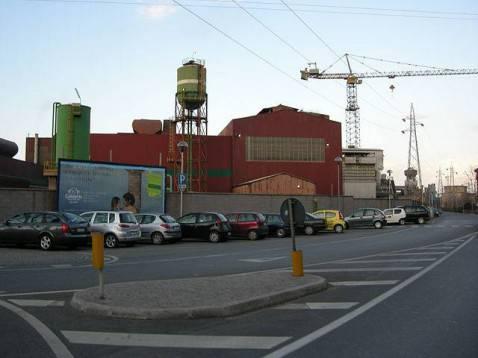 Lo stabilimento Lucchini (foto Sajko, licenza CC-BY-SA-3.0)