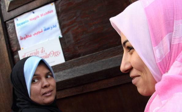 Donne con chador aggredite a monterotondo musulmane di m - Perche le donne musulmane portano il velo ...