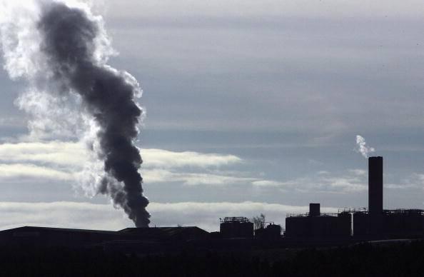 Parma: no all'inceneritore. Manifestanti protestano in tuta bianca contro l'inquinamento