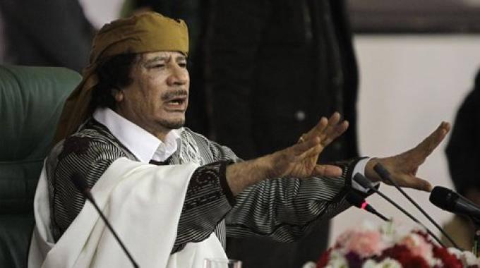 Crisi libica: tanks del regime contro i ribelli, Gheddafi si nasconde in ambasciata venezuelana a Tripoli