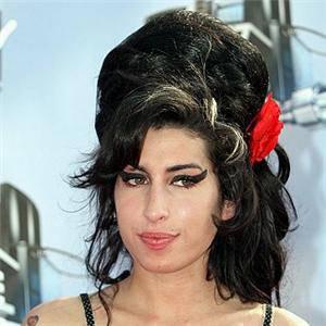 AMY WINEHOUSE / Droga, la cantante non fa uso di stupefacenti da tre anni