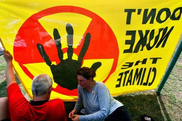 Avigliana: provano a bloccare treno carico di scorie nucleari, sgomberati nella notte attivisti No Tav