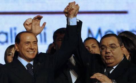 Silvio Berlusconi con il senatore Sergio De Gregorio nel 2008 (Getty Images)