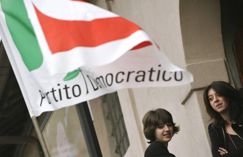 Torino vandali contro sede pd vetrine rotte e svastica for Dove ha sede il parlamento italiano