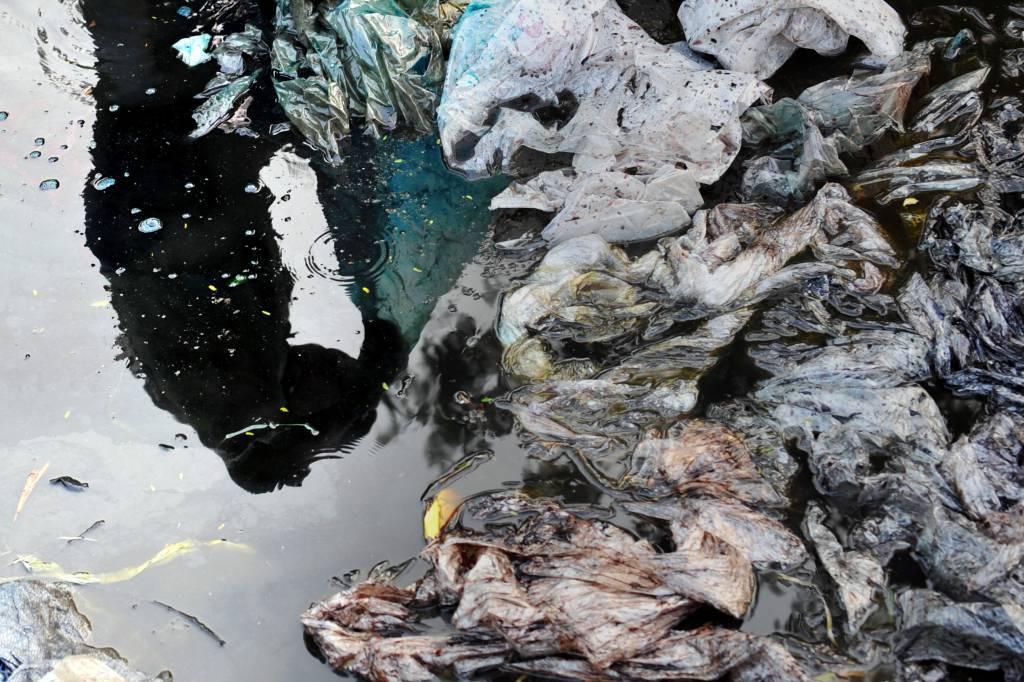 New York: di Blasio impone una tassa sulla vendita di sacchetti in plastica
