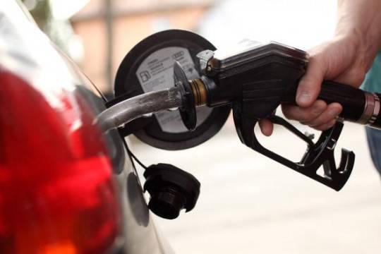 Benzina: oltrepassata la soglia dell'1,90 euro/litro, diesel in ribasso