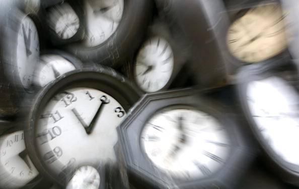Torna nella notte l'ora legale: giornate più lunghe e un'ora di sonno in meno