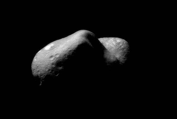 Oggi l'asteroide 2005 Yu55 incrocerà l'orbita terrestre