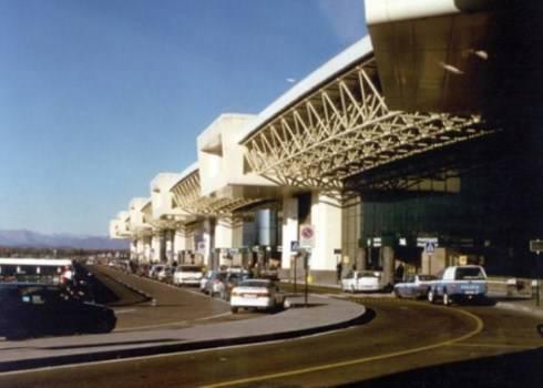 Roma, arrestato dirottatore volo Parigi- Roma: l'uomo kazako voleva dirigere l'aereo verso Tripoli