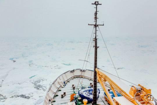 Antartide: nave cinese bloccata nel ghiaccio