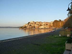 Lago (Foto Suntiki, da Wikipedia)